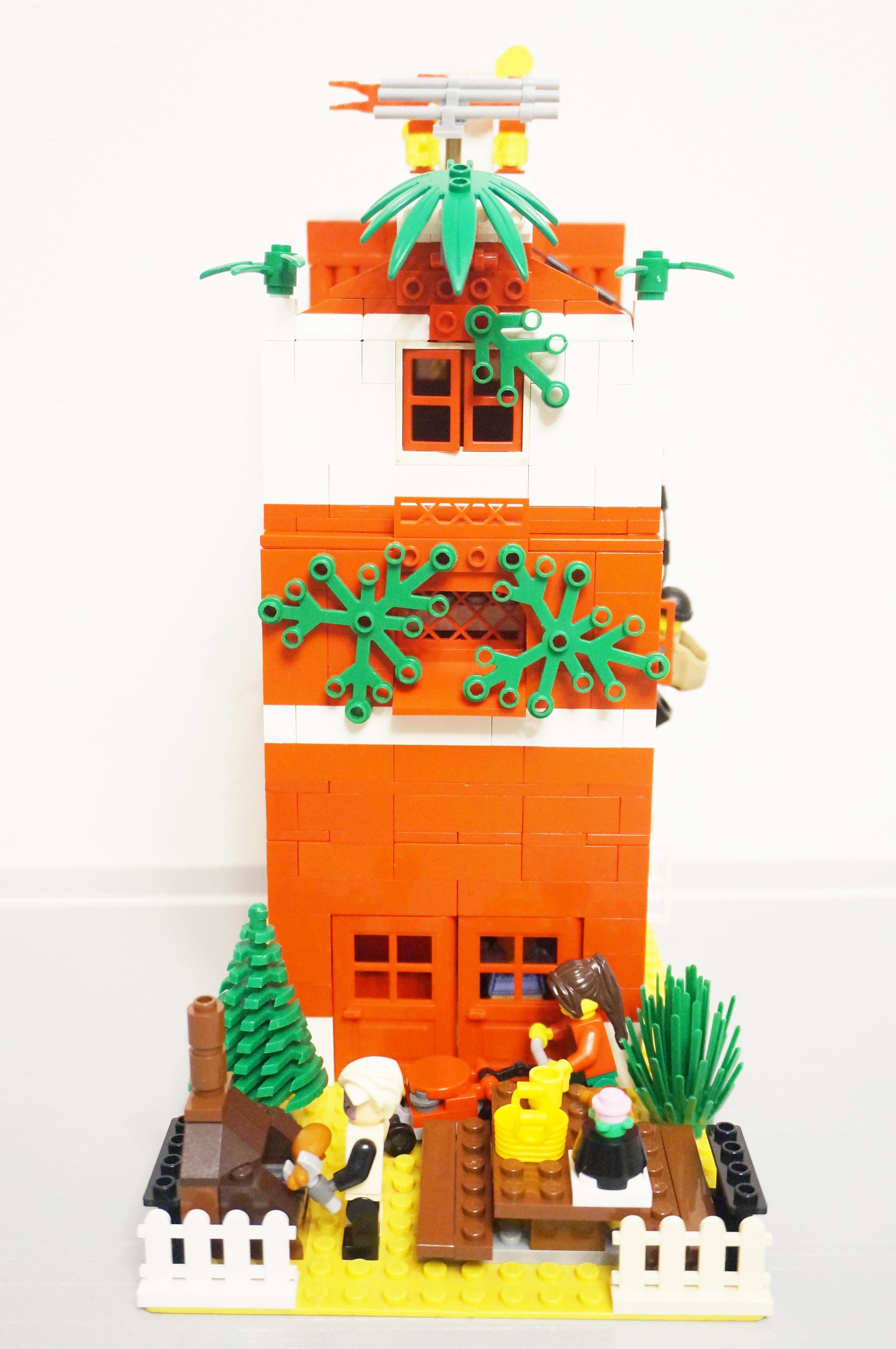 赤い家の庭