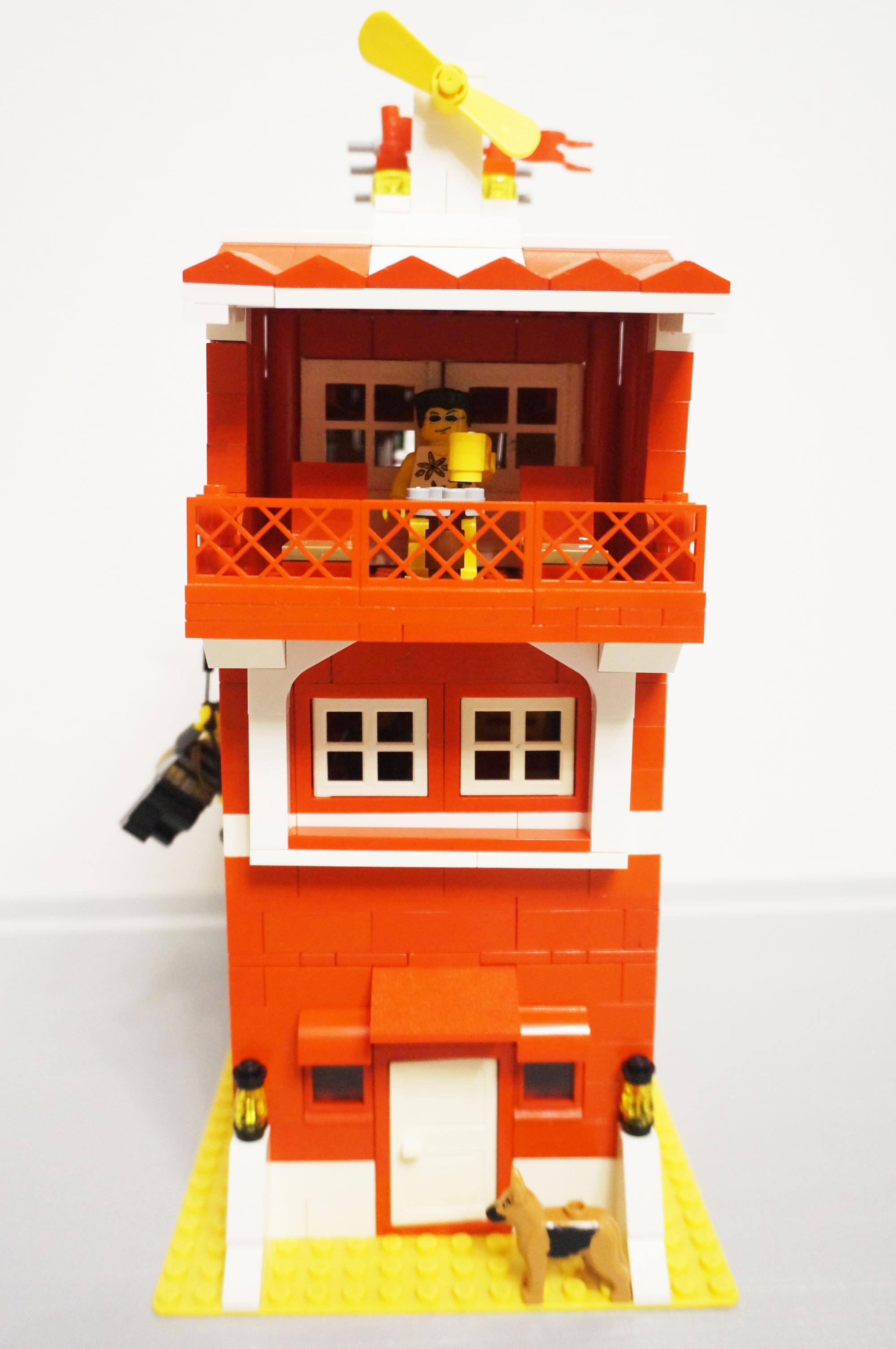 赤い家正面