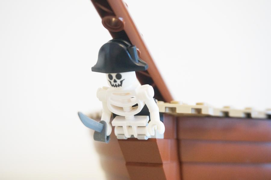 船首の骸骨