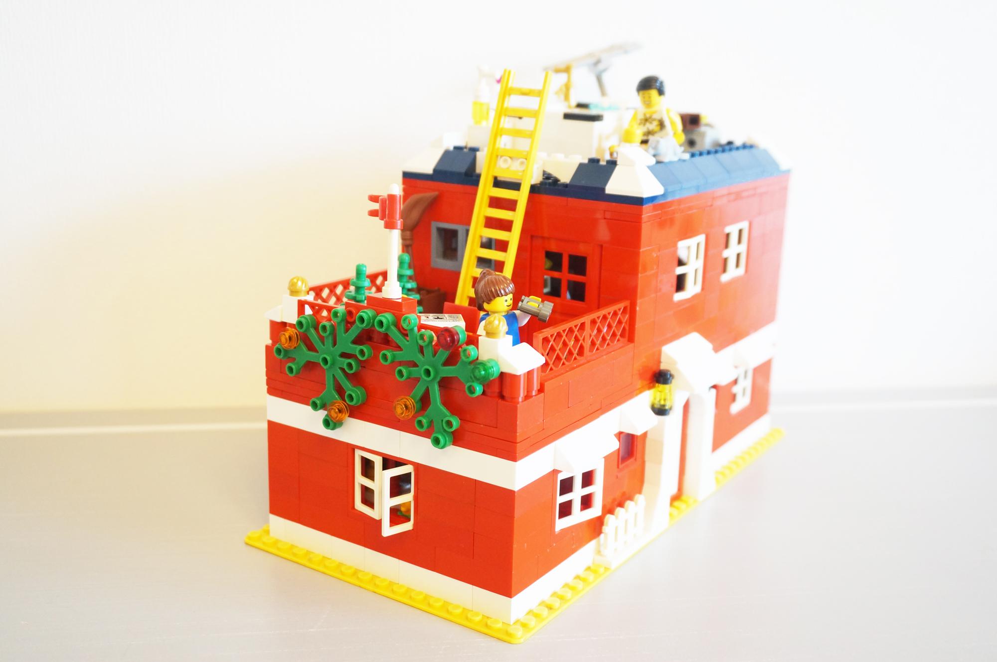 レゴのオリジナルの家正面