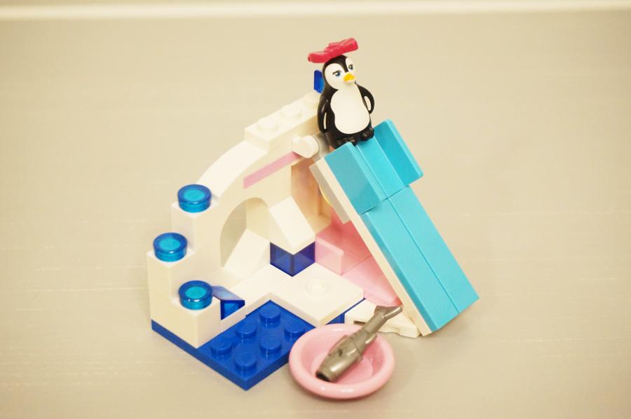 座るペンギン