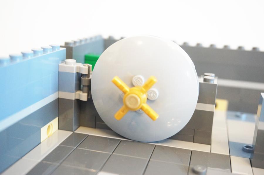 レゴ銀行の金庫扉