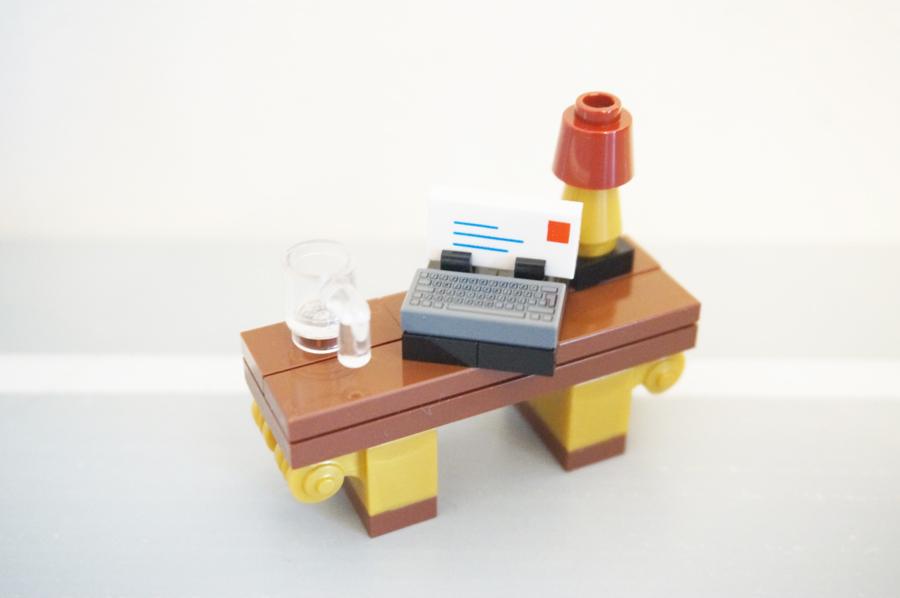 レゴ銀行2階デスク