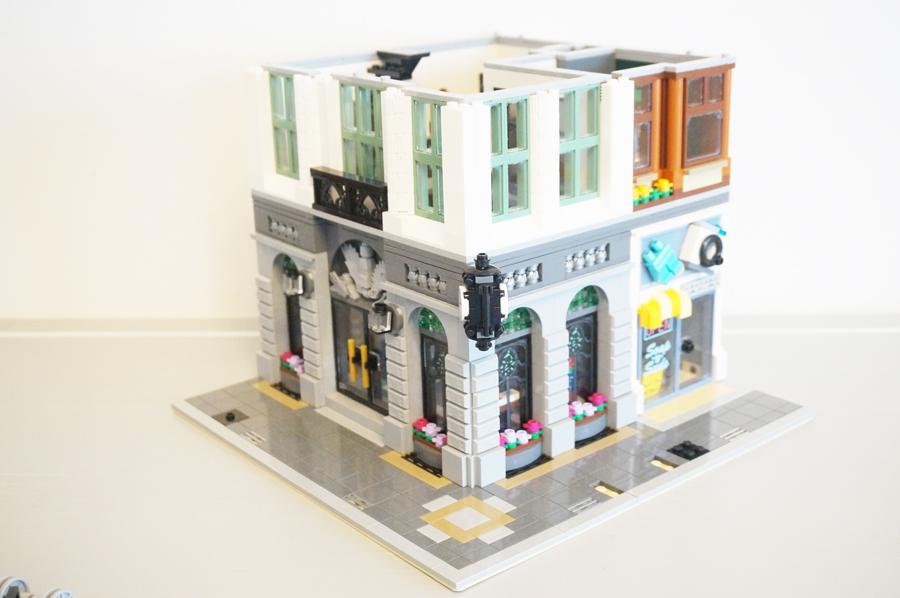 レゴ銀行2階外観