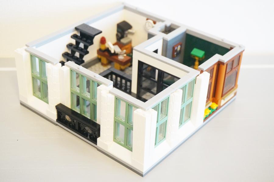 レゴ銀行2階上から