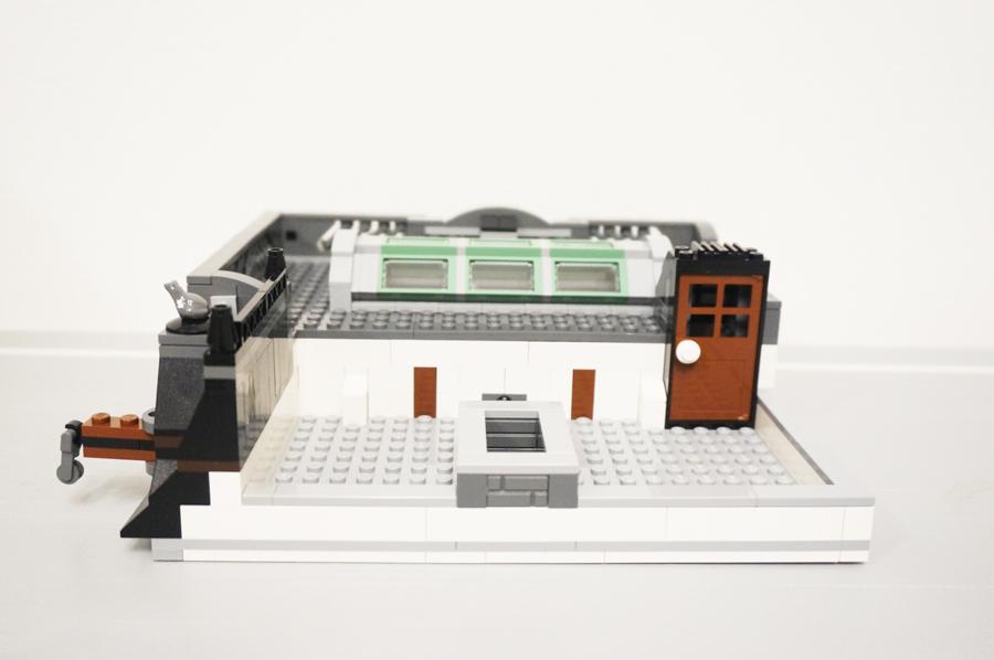 レゴ銀行屋根入り口