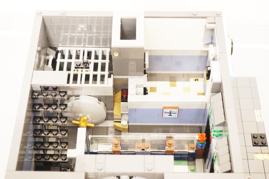レゴ銀行1階