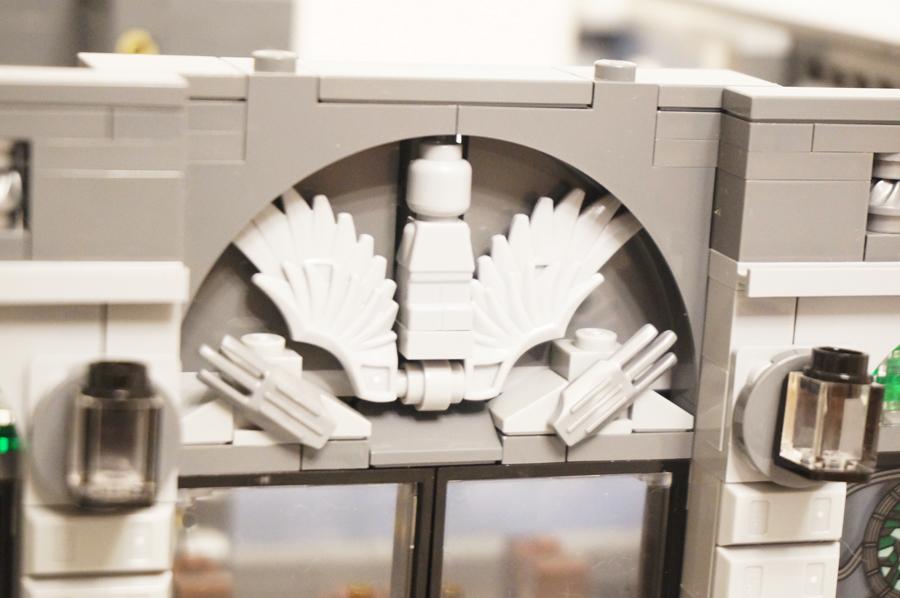 レゴ銀行の玄関モチーフ