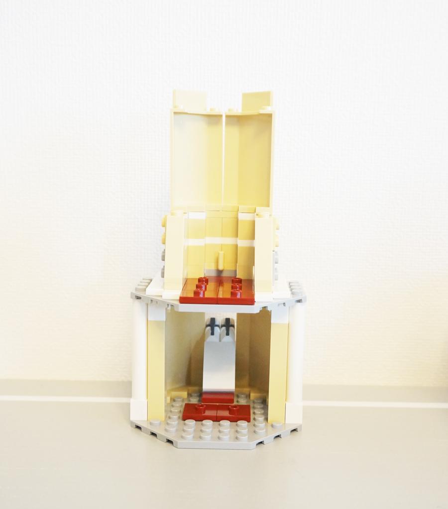レゴのシンデレラ城の上の塔