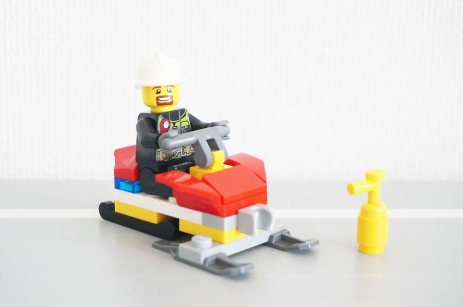 レゴ除雪機と消防士さん