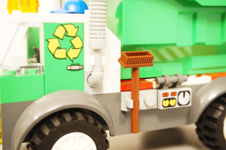 レゴジュアニゴミ収集車モップのアップ