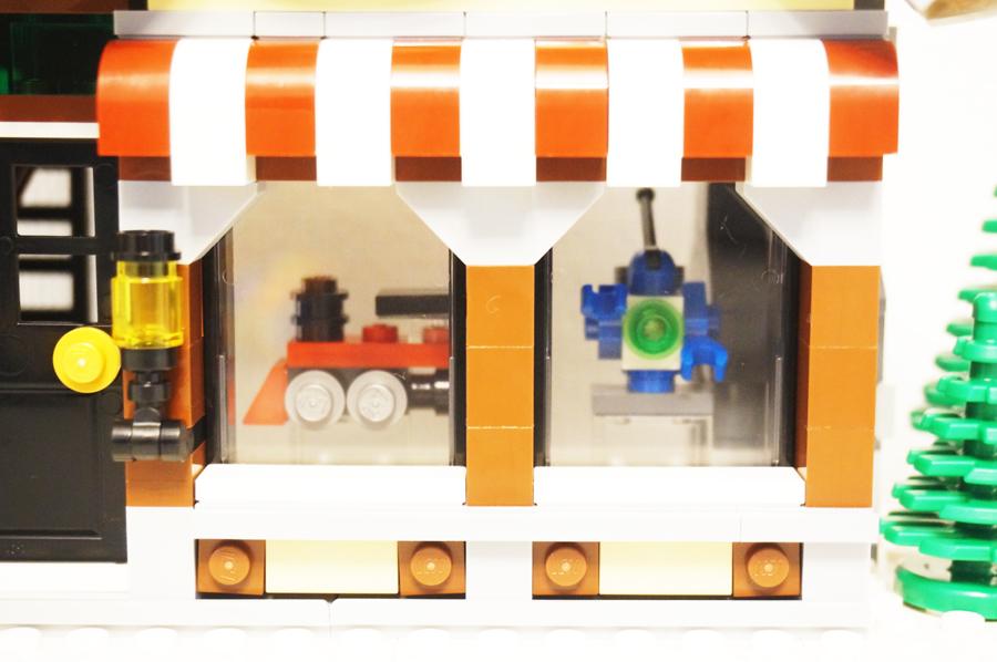 10249レゴ冬のおもちゃ屋さんショーケース