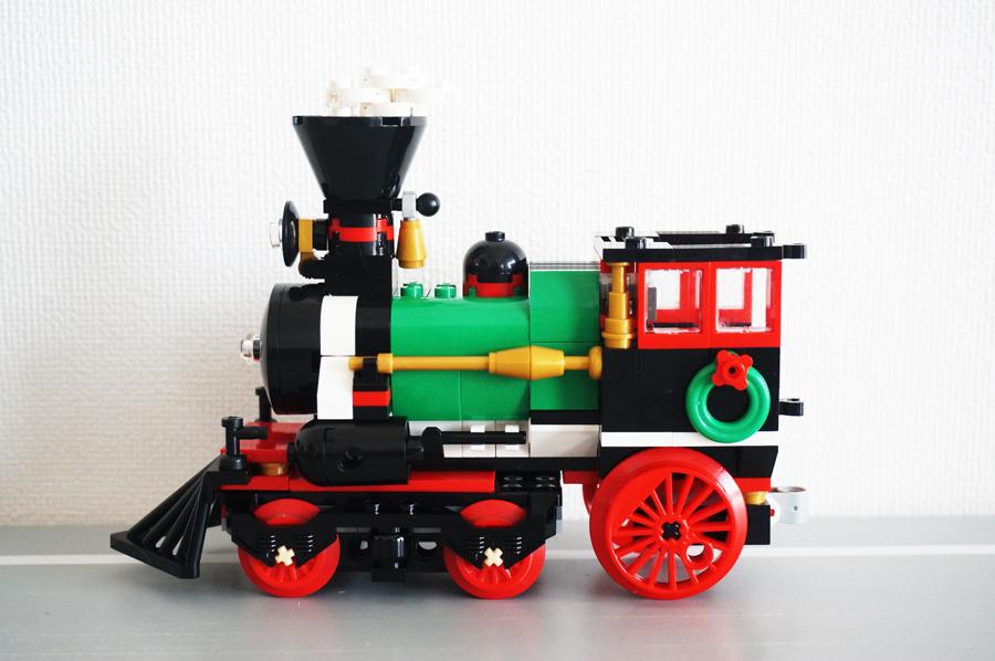 レゴクリスマストレインの汽車