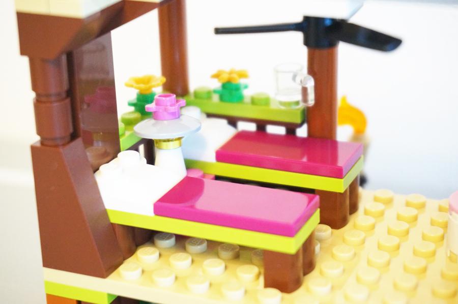 41308レゴフレンズジャングルの小屋のベッド