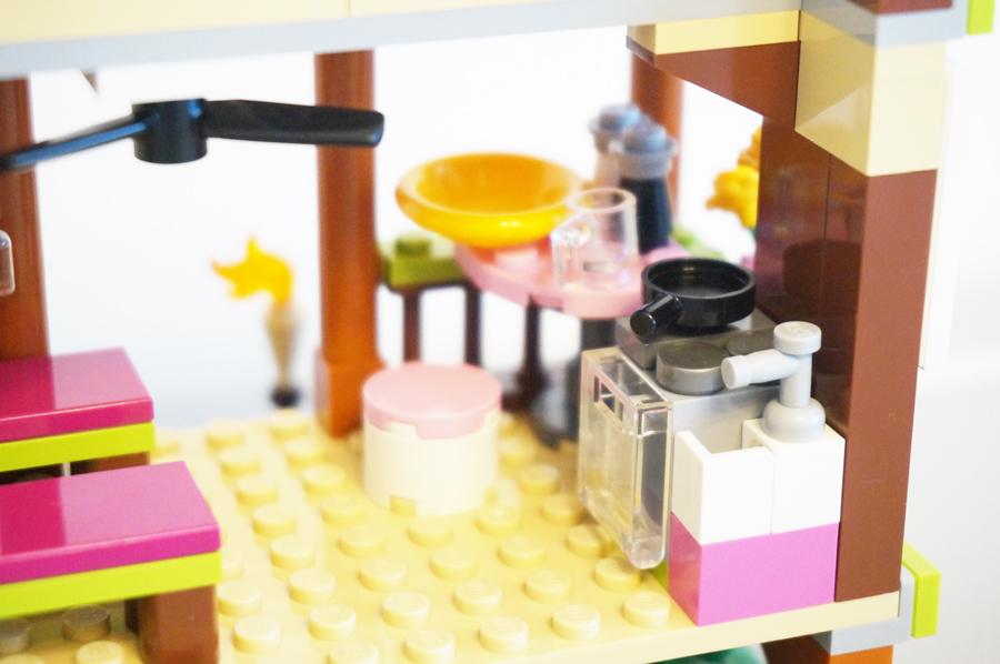 41308レゴフレンズジャングルの小屋のキッチン