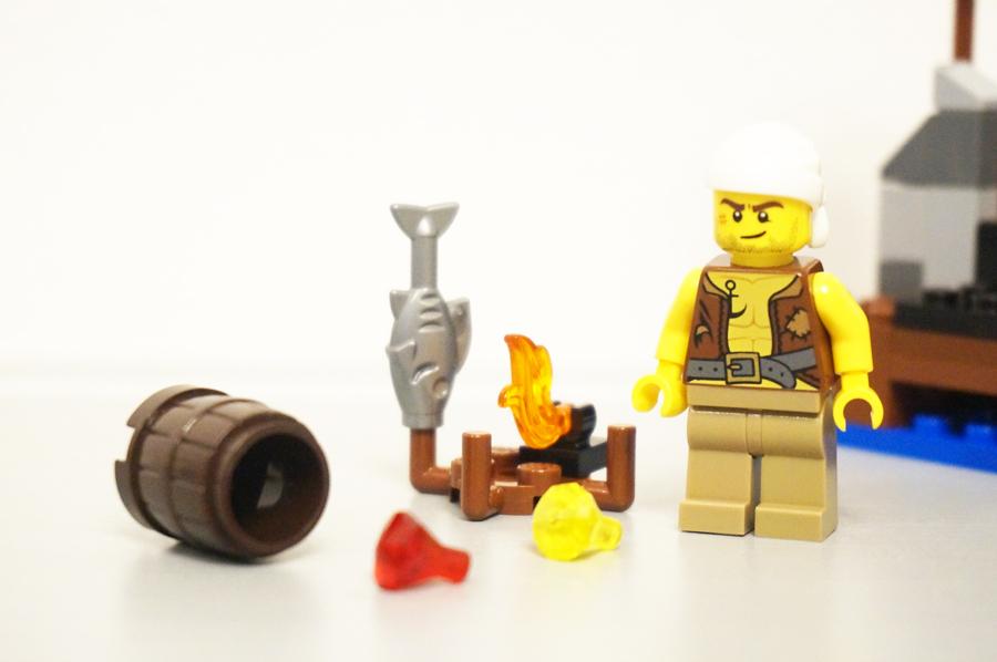 70409レゴパイレーツ海賊の砦の小物