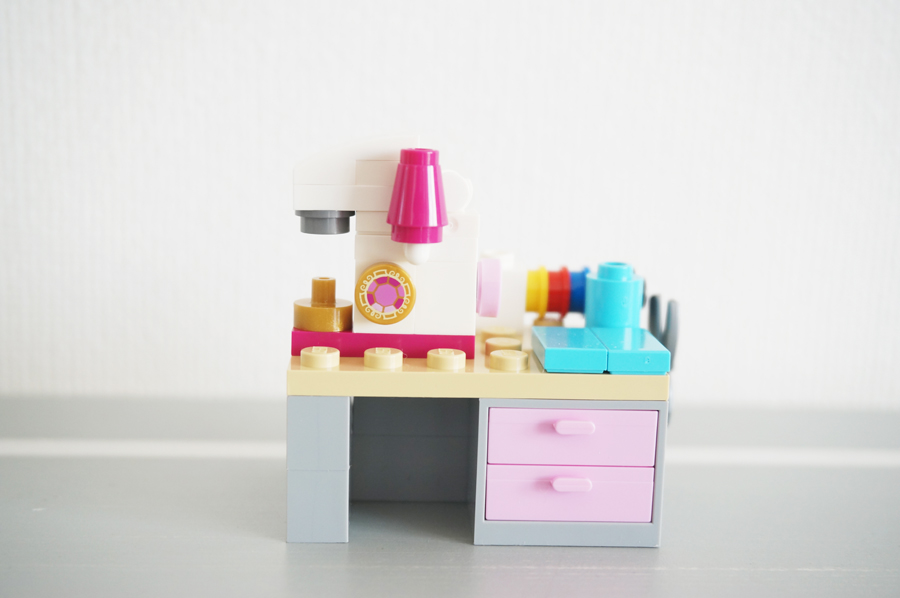 レゴのミシン台