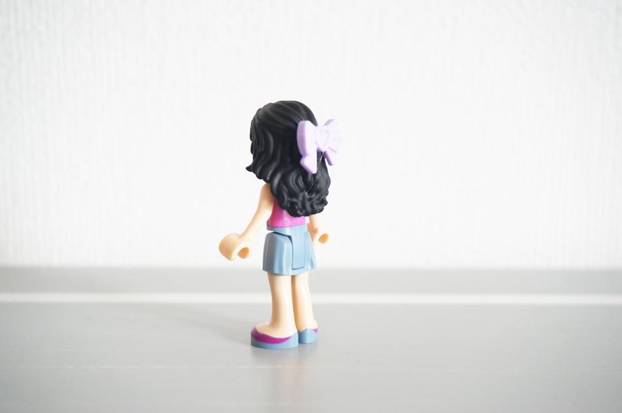 レゴのミニドールフィグエマとカメラ