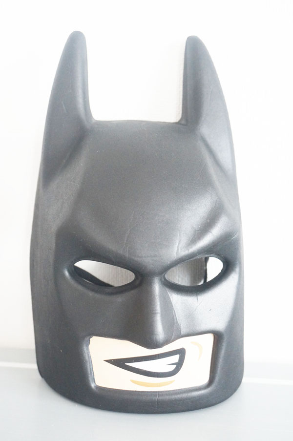 レゴランドで買ったバットマンのマスクとグッズ