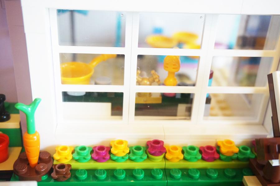 41095レゴフレンズエマのデザイナーズハウス庭