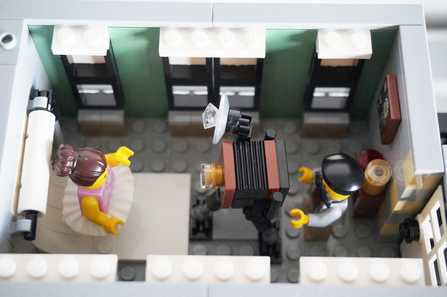 10255LEGOにぎやかな街角 Assembly Square