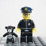 ミニフィグシリーズ12のくまのぬいぐるみ&警察署長のミニフィグ