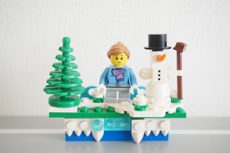 LEGO853663 Iconic Holiday Magnet