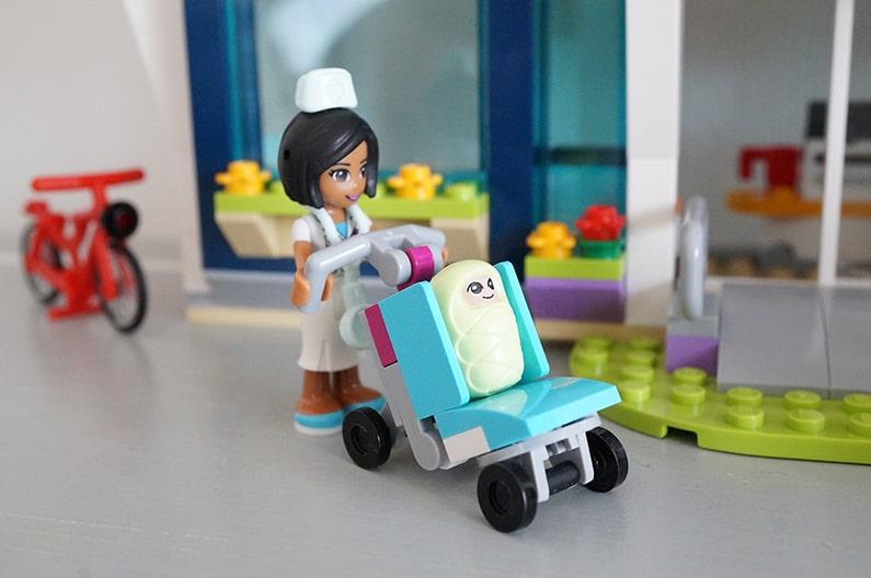 41318LEGOフレンズ ハートレイクシティの病院 Heartlake Hospital