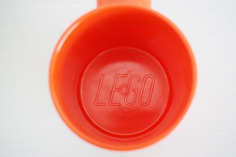 レゴのプラスチックマグカップ。ミニフィグ用と同じでかわいいよ。
